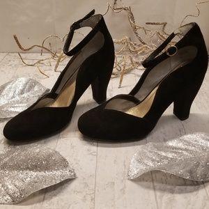 Seychelle's Size 10 Black Suede Heels